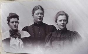 Annie, Priscilla och Stina Frykholm, 1895.